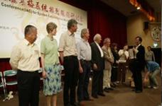 周鼎文老师给为系统排列传播作出杰出贡献的各大国际导师颁奖